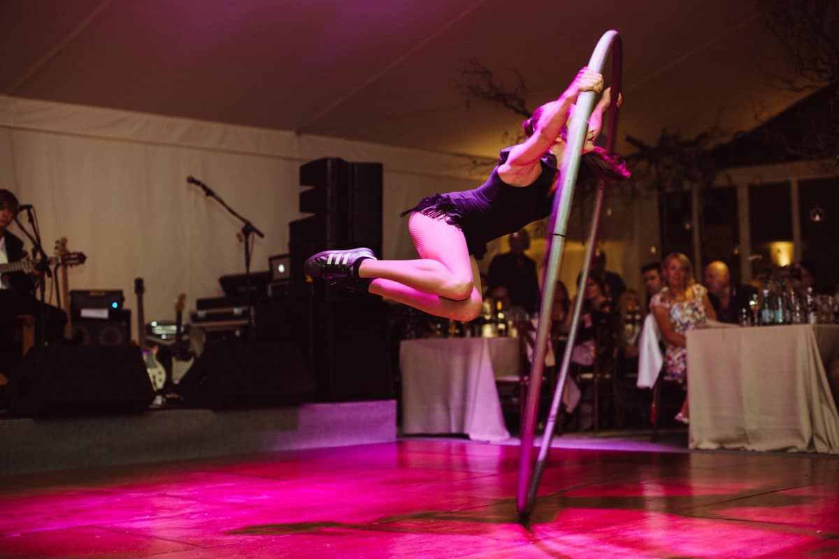 acrobatic musician wedding entertainment tip